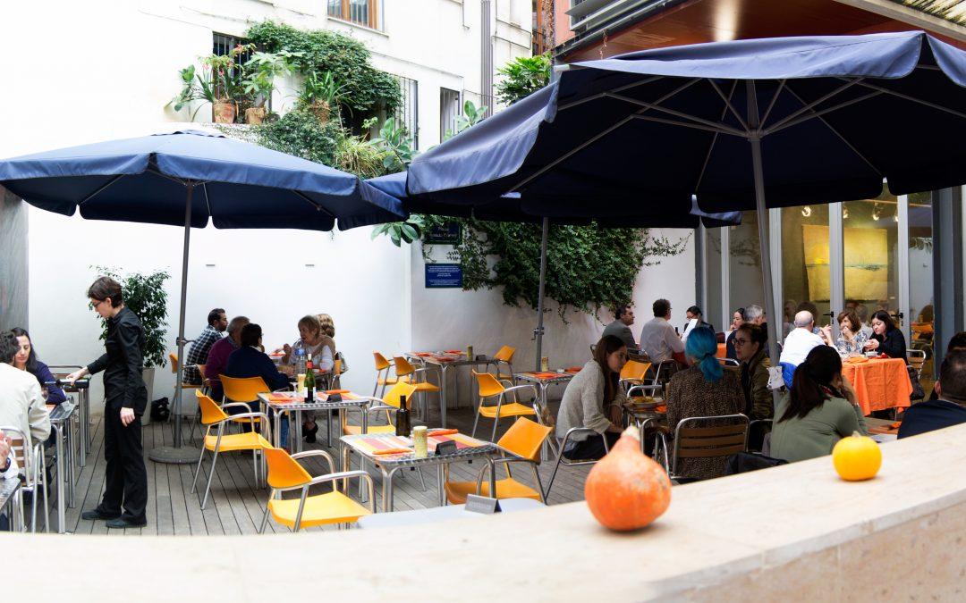 Los patios de Valencia son particulares. Las Provincias. 23 de mayo de 2018